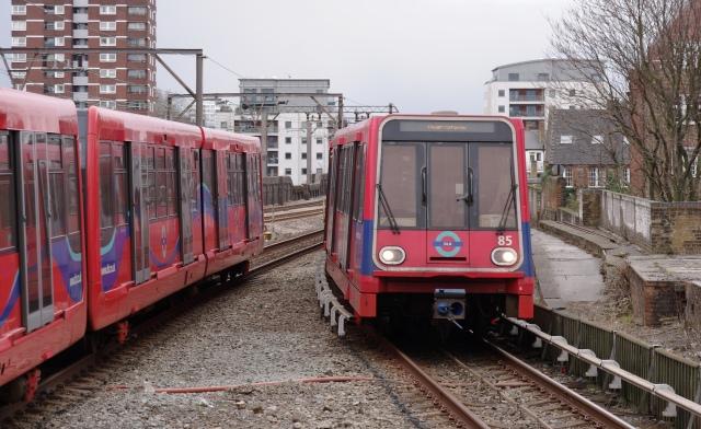 Shadwell_DLR_station_MMB_01_DLR_85