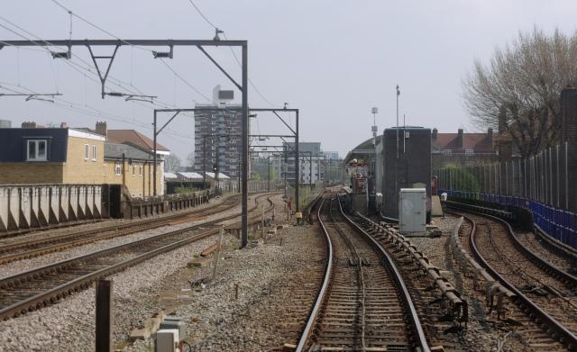 Shadwell_DLR_station_MMB_02