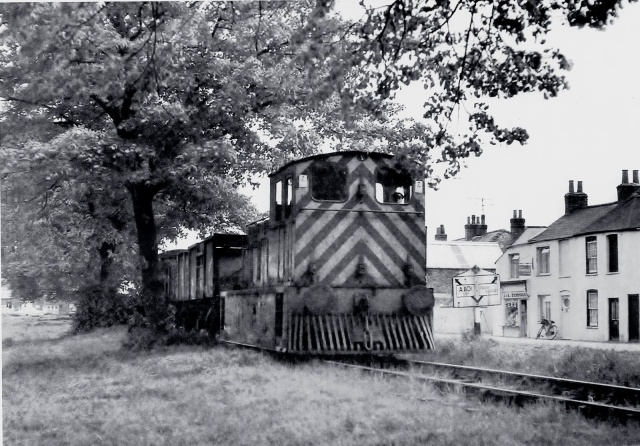 wisbech-and-upwell-20th-may-1966-and-the-last-tram-from-upwell-trundles-alongside-elm-rd