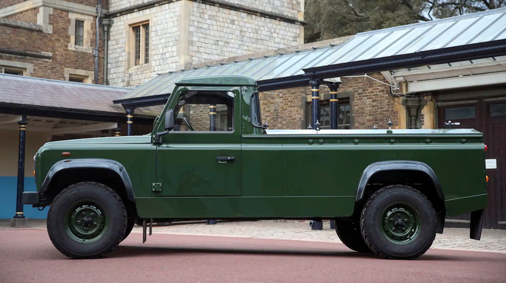 here-is-the-land-rover-defender-prince-philip-helped-design-for-his-own-funeral-159421_1
